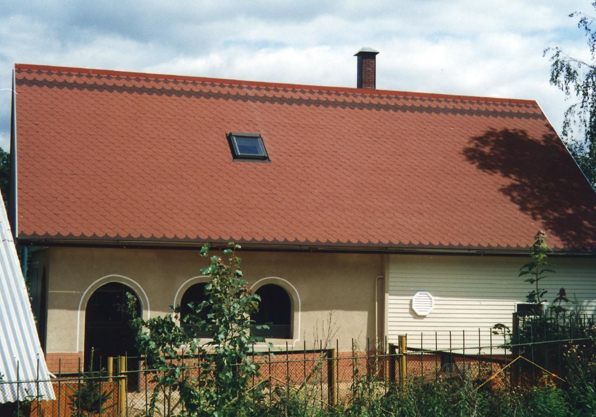 Kuća sa crvenom šindrom Bardoline Top