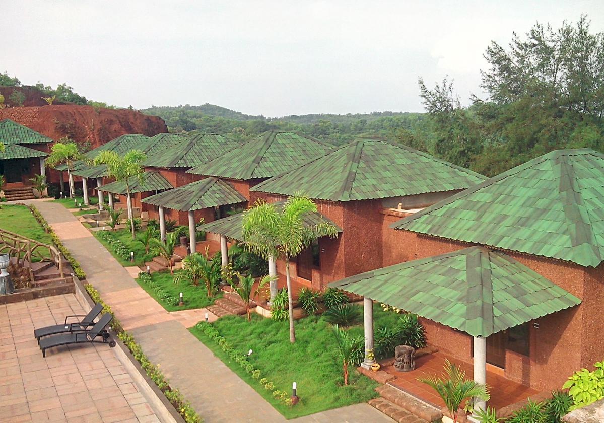 Kuće sa senčenim zelenim Onduvilla pločama