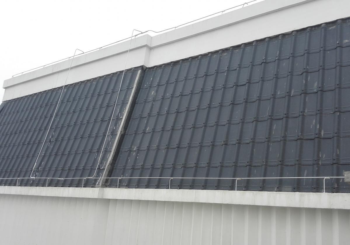 Detalj krova sa tamno sivim Onduvilla pločama